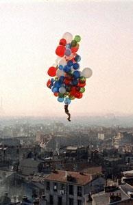 Cuando la inocencia va atada a un globo rojo